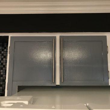 Rajuster le placard au dessus du nouveau frigo